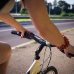 走る自転車