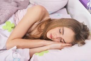 夜はぐっすりと眠りたい!睡眠の質を上げるまくらとは?